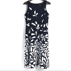Ann Taylor / Sleeveless black+white dress size 8